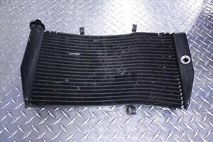 2001-HONDA-CBR-900-RR-RADIATOR-RAD-WITH-CAP-LID-CBR900RR-CBR900-01