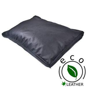 Coussin Eco-Cuir Brut.   Oreiller durable de mousse de mémoire de peau noire de bonne qualité