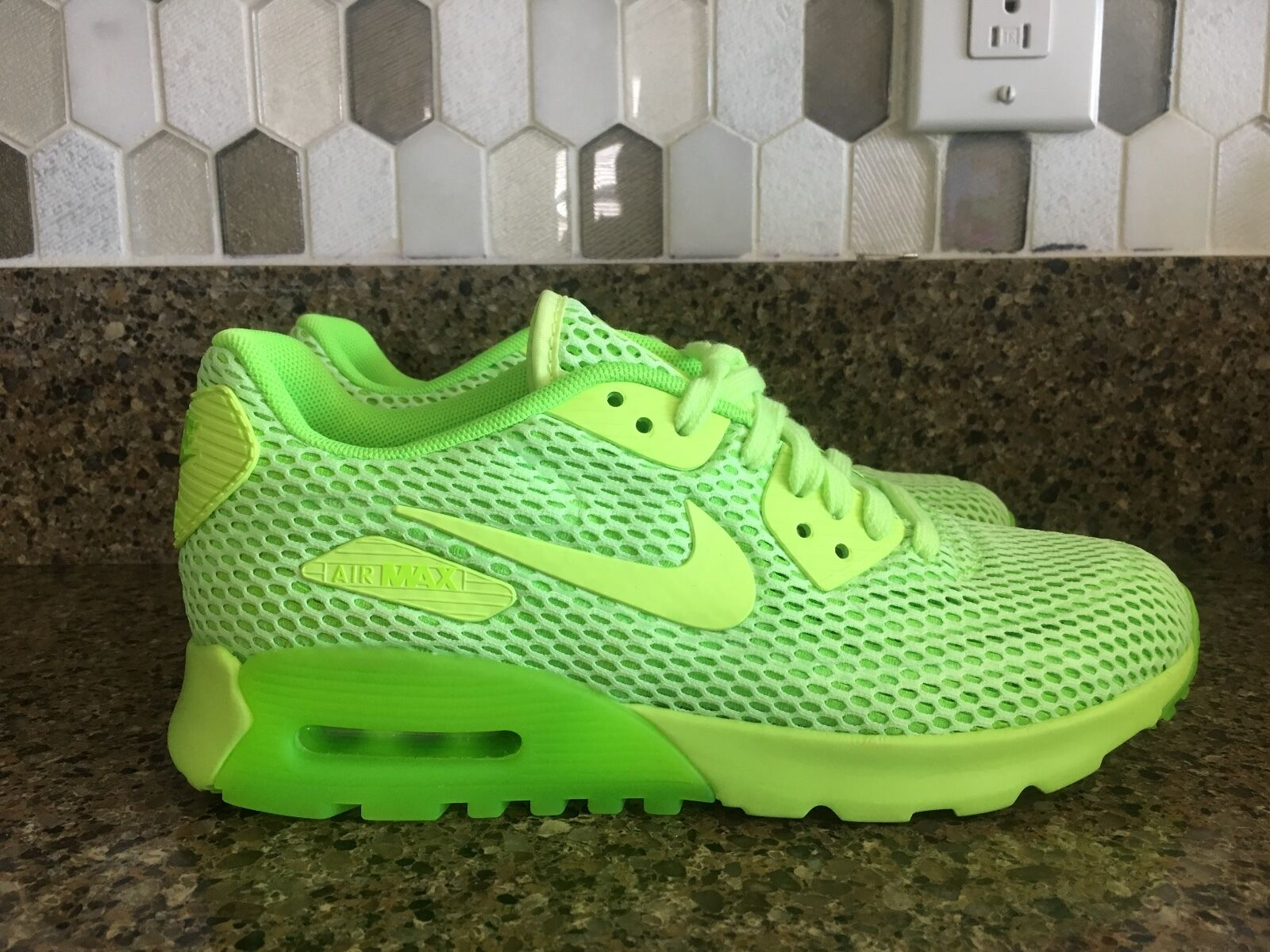 Nike Air Max 90 ULTRA BREATH Ghost Green Electric 725061-300 Women Sz 6.5, 8.5