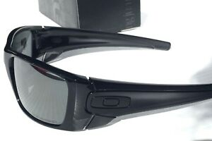 04a55eed7a NEW  Oakley Fuel Cell in Black w Grey lens Men s Rectangle Sunglass ...