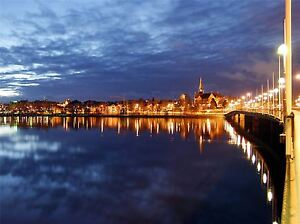 UMEA-SWEDEN-CITYSCAPE-NIGHT-PHOTO-ART-PRINT-POSTER-PICTURE-BMP2335A
