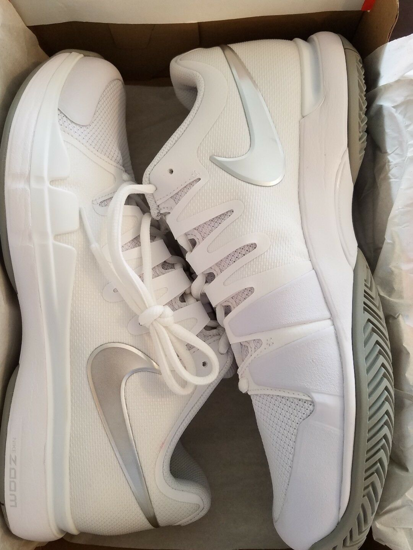 WMNS Nike Zoom Vapor 9.5 Tour Tennis skor skor skor vit   Metalic  silver (631475 -101)  välkommen att köpa