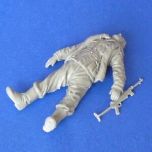 1-35-Resin-WWII-Dead-German-Soldier-unpainted-unassembled-BL195