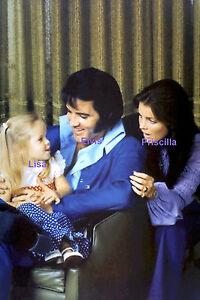 ELVIS-PRISCILLA-LISA-MARIE-PRESLEY-FAMILY-PHOTO-DECEMBER-1970-PHOTO-CANDID-5