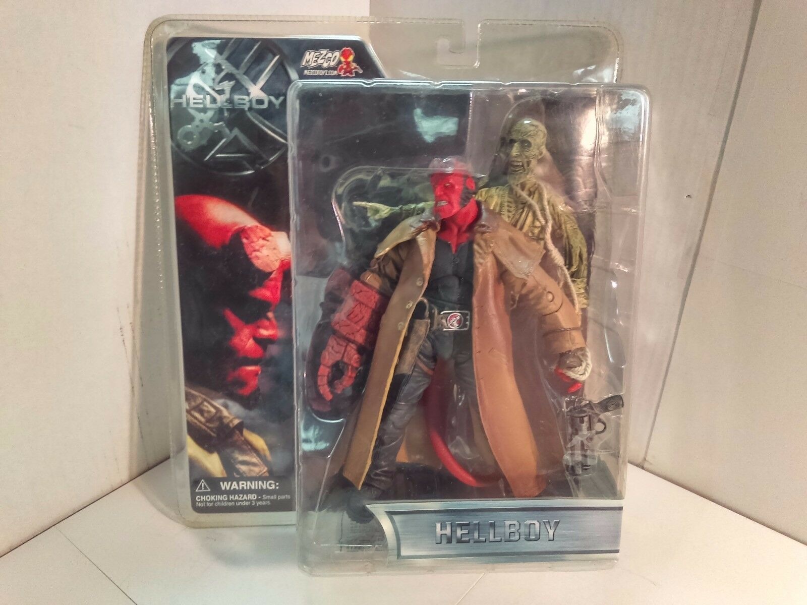 Mezco - Hellboy - 2004  Hellboy  Open-Mouthed and Trenchcoat Variant - RARE