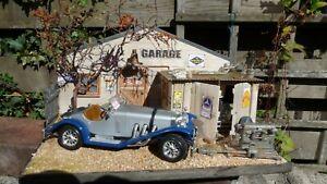 QHC-Diorama-1-24-034-1931-Mercedes-Benz-SSKL-034-with-lighting