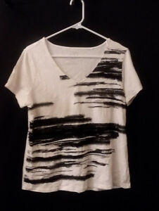 Chico-s-2-12-14-V-Neck-Rayon-amp-Spandex-Short-Sleeves-Sleeves-Black-and-White