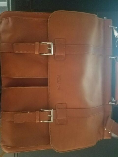 """Kenneth Cole Reaction Colombian Leather Dual Compartment Flapover 15.6/"""" Laptop"""