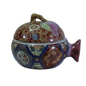 Vintage-Oriental-Imari-Checker-Blue-Porcelain-Box-Container-Figure-cs5272