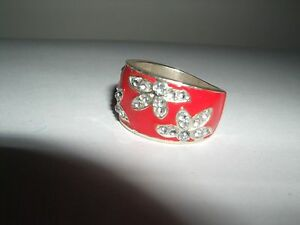 RING BAND RED amp SILVER COLOURED DRESS RING  VGC - <span itemprop='availableAtOrFrom'>Salisbury, United Kingdom</span> - RING BAND RED amp SILVER COLOURED DRESS RING  VGC - Salisbury, United Kingdom