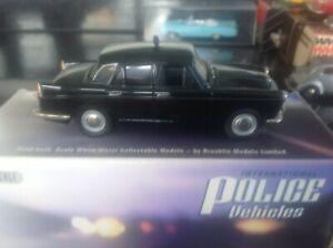 Brooklin-Landsdowne-vehiculos-de-la-policia-policia-de-bano-Austin-Westminster-A99