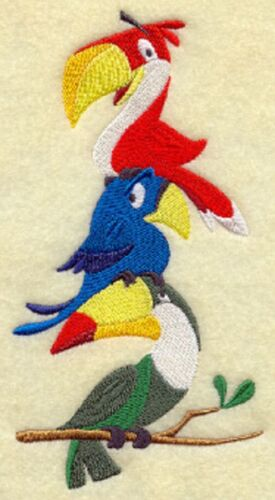 PARROTS MACAW STACK  SET OF 2 BATH HAND TOWELS EMBROIDERED RARE FIND BY LAURA