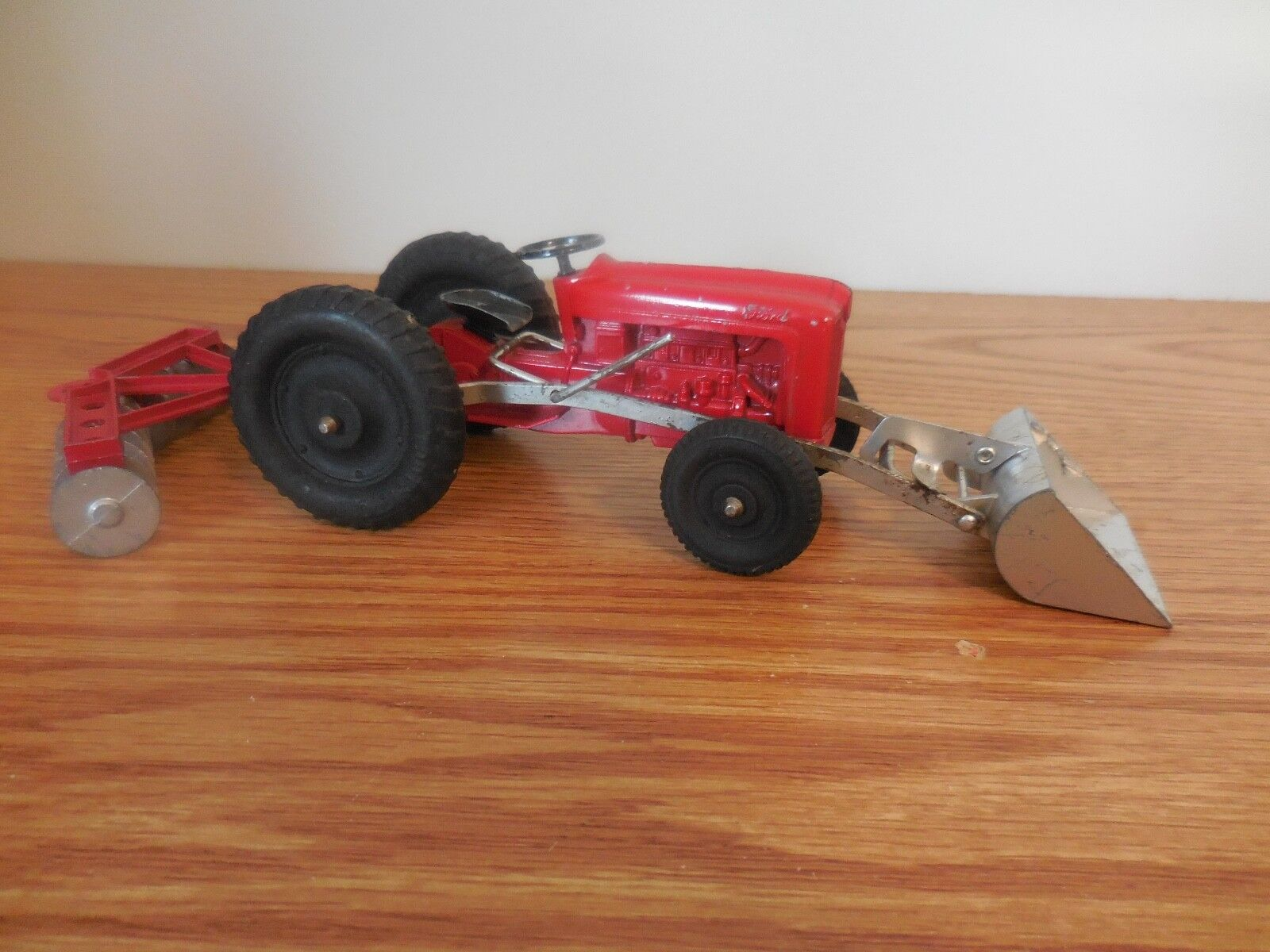 TOOTSIE TOY FORD RED RED RED TRACTOR WITH LOADER AND DISK HARROW NICE COMBO 63eaf9