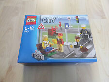 Lego City Minifigure Collection set 8401 - BNIB