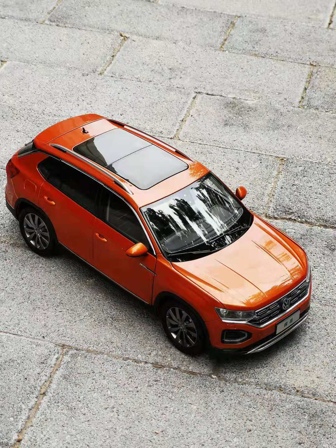 1 18  Volkswagen VW TAYRON orange color model