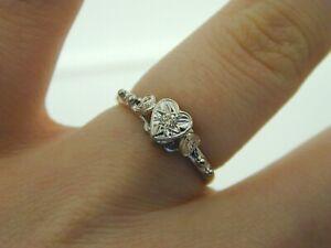 Vintage-1960-Diamond-amp-18Ct-Gold-amp-Platinum-Heart-Ring-Ornate-Shoulders-Size-L