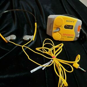 Vintage-Sony-SRF-M88-Yellow-Sports-Walkman-AM-FM-Radio-W-Headset-Works