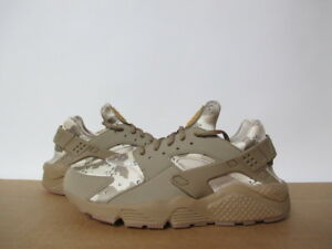AT6156-200-NIKE-AIR-HUARACHE-RUN-DESERT-ORE-CAMO-CANTEEN-GUM-8-13