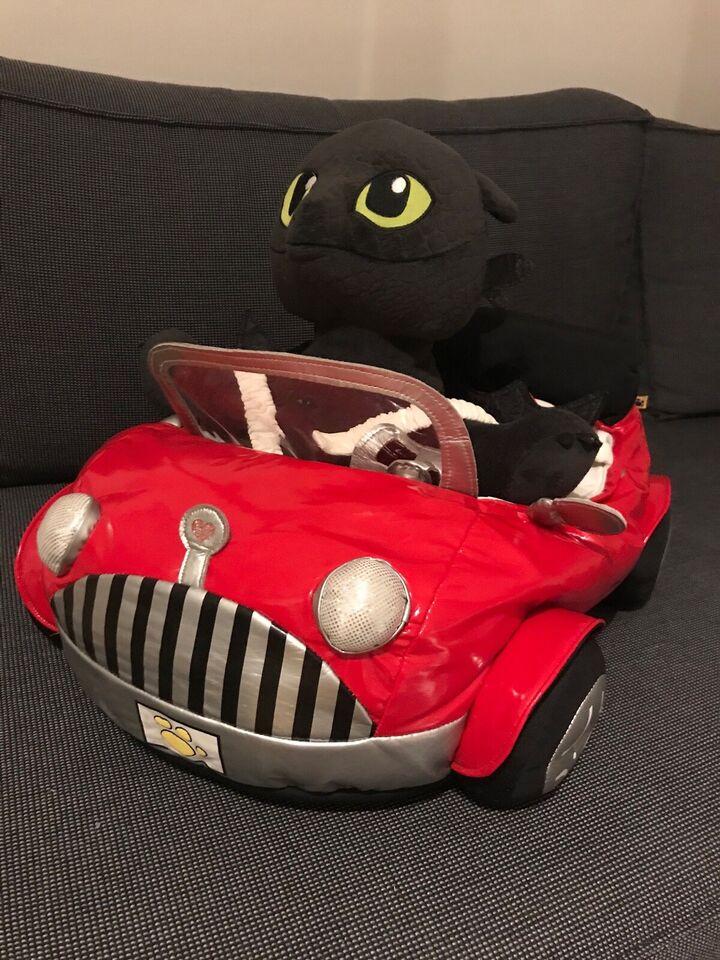Andet legetøj, Disney Tandløs drage bamse incl bil, tøj mm