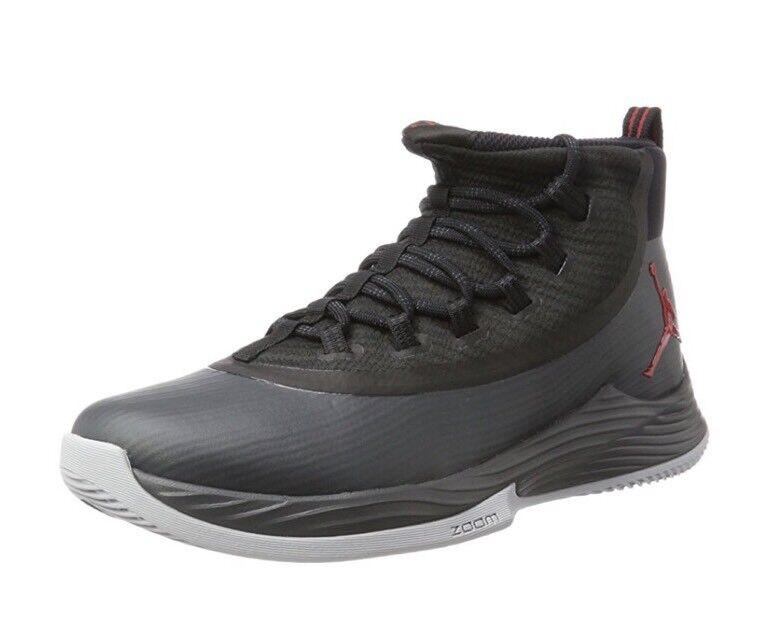 nike / jordan männer fliegen schwarz / nike anthrazit - 2 rote basketball - schuh - größe 10. b0060e