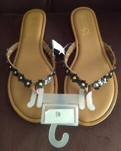 9620d38b654c New Rouge Helium With Small Black Flowers T-Strap Sandals U.S. Size ...