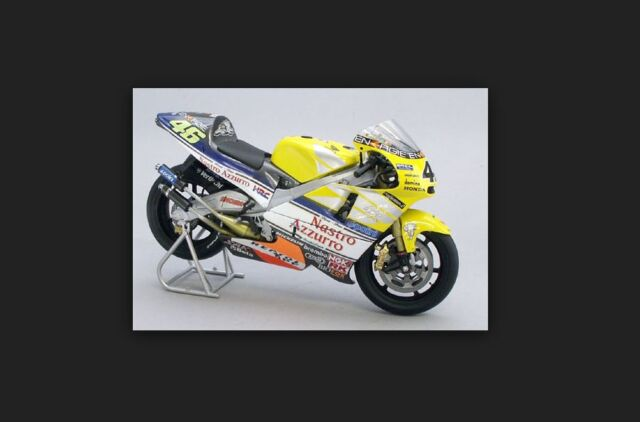 Honda NSR 500 2001 V.Rossi World Champion 122016146 1/12 Minichamps