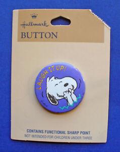 Hallmark-BUTTON-PIN-Vintage-SNOOPY-LAUGH-IT-UP-Peanuts-Pinback-NEW