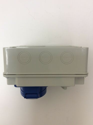 INDUSTRIAL SWITCHED INTERLOCK SOCKET /& PLUG 240V BLUE 2 P/&E 32a BS4343 SI32324