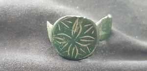 Exquisite-P-Medieval-silver-ring-bezel-part-with-stylized-star-of-Bethlehem-L4n