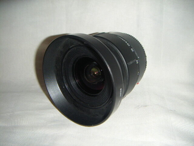 MINT Tamron Canon EOS fit 24-70mm f3.3 -5.6  lovely zoom  lens