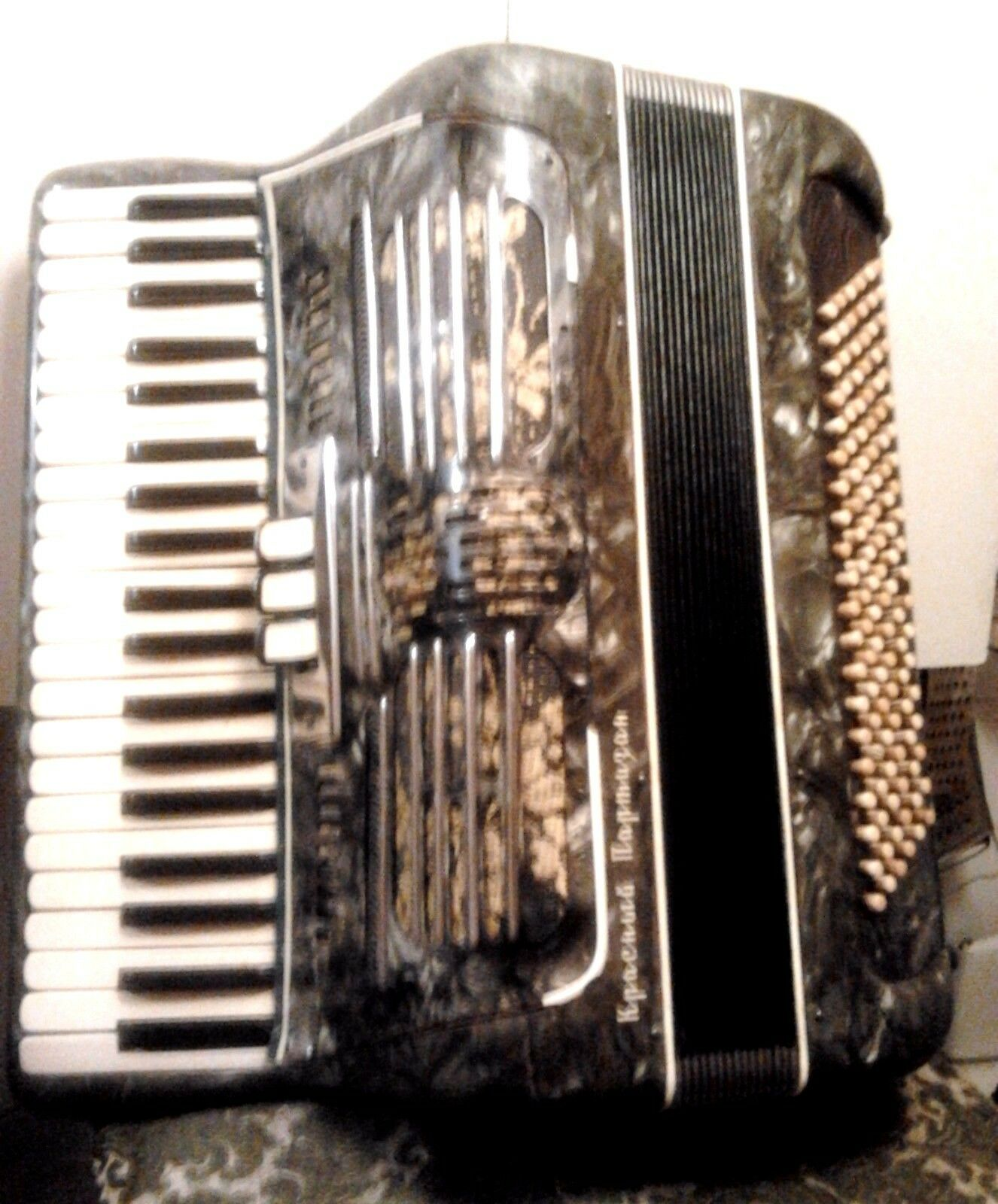 Accordion  rot Partisans  - a clone of Hohner