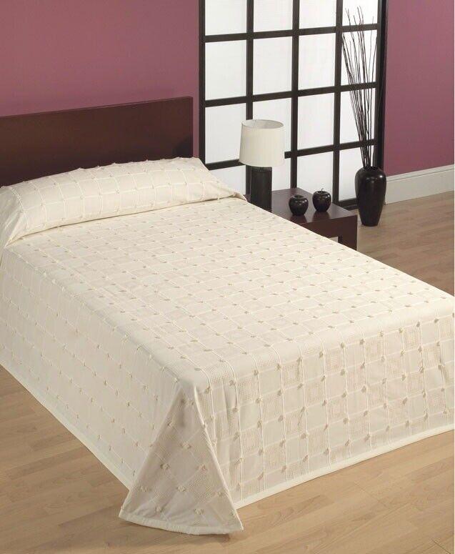 Sengetæppe, Belcrisa fra Llovera Textil