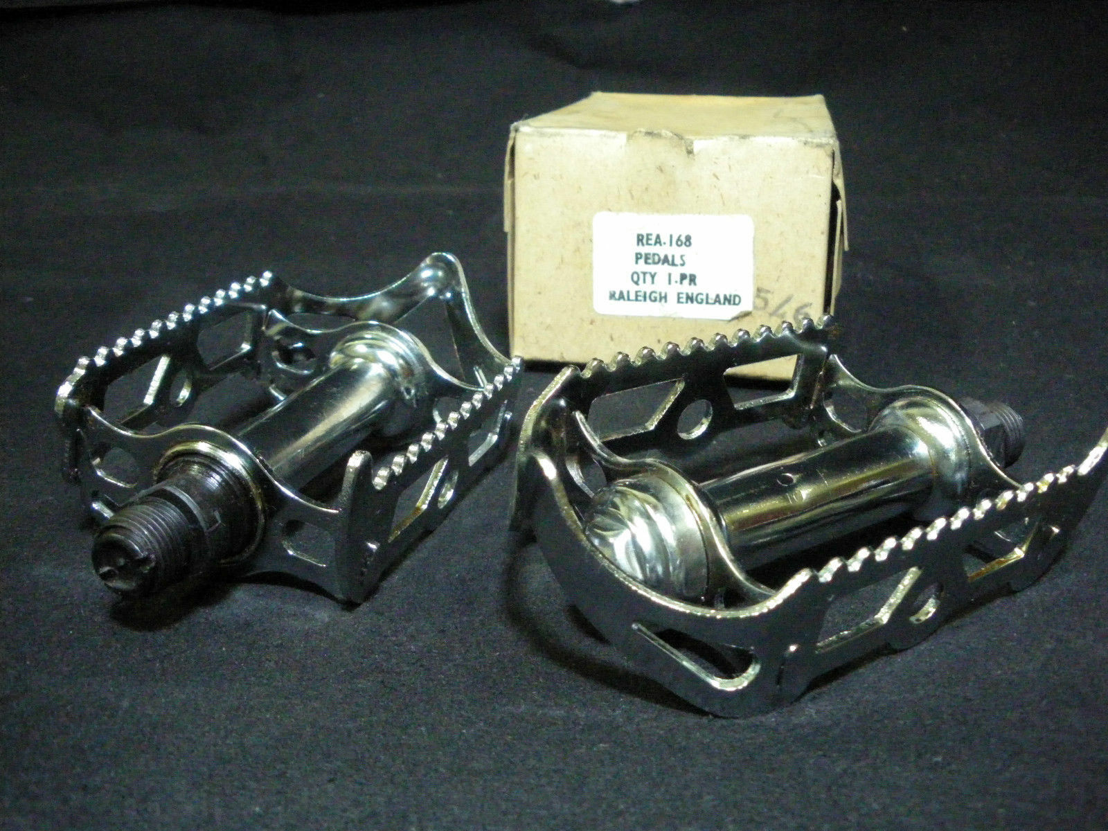 Vintage Raleigh Bicycle steel chrome quill pedal 916 Axle 1970s NOS
