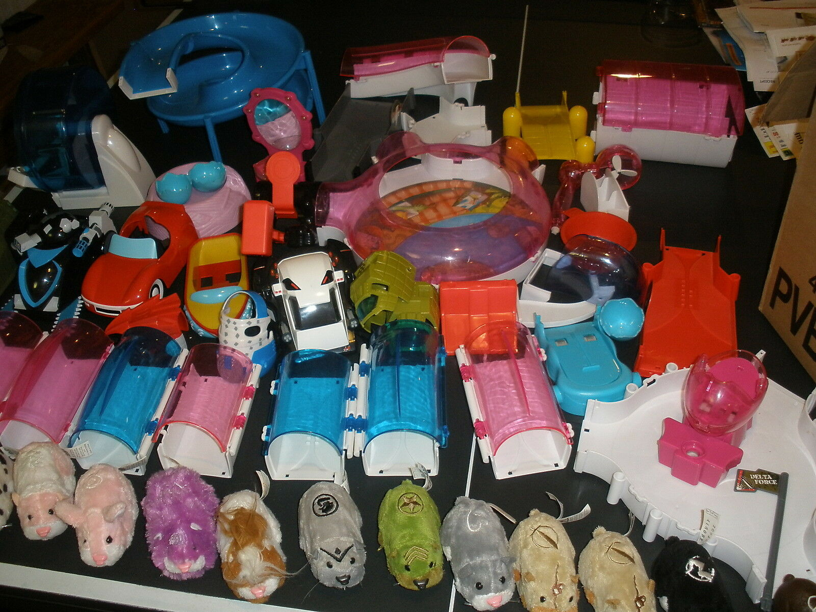 HUGE LOT OF ZHU ZHU PETS AND ACCESSORIES - CARS, TUNNELS WHEELS