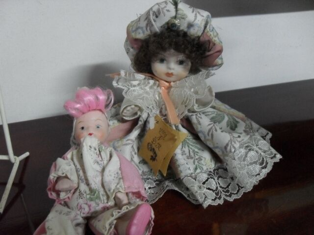 DOLL VINTAGE PORCELAIN CAPODIMONTE + DOLL FOR FREE