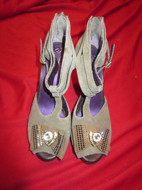 vendite calde POETIC LICENSE LICENSE LICENSE Leather Jeweled Princes Heels scarpe Sz 7Stilletoes  di moda