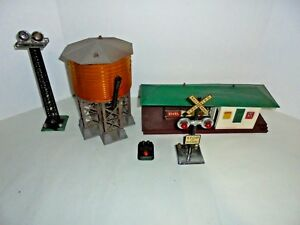 LIONEL-AND-MARX-LOT-OF-SIGNALS-WATER-TOWER-FREIGHT-STATION-FOR-YOUR-LAYOUT
