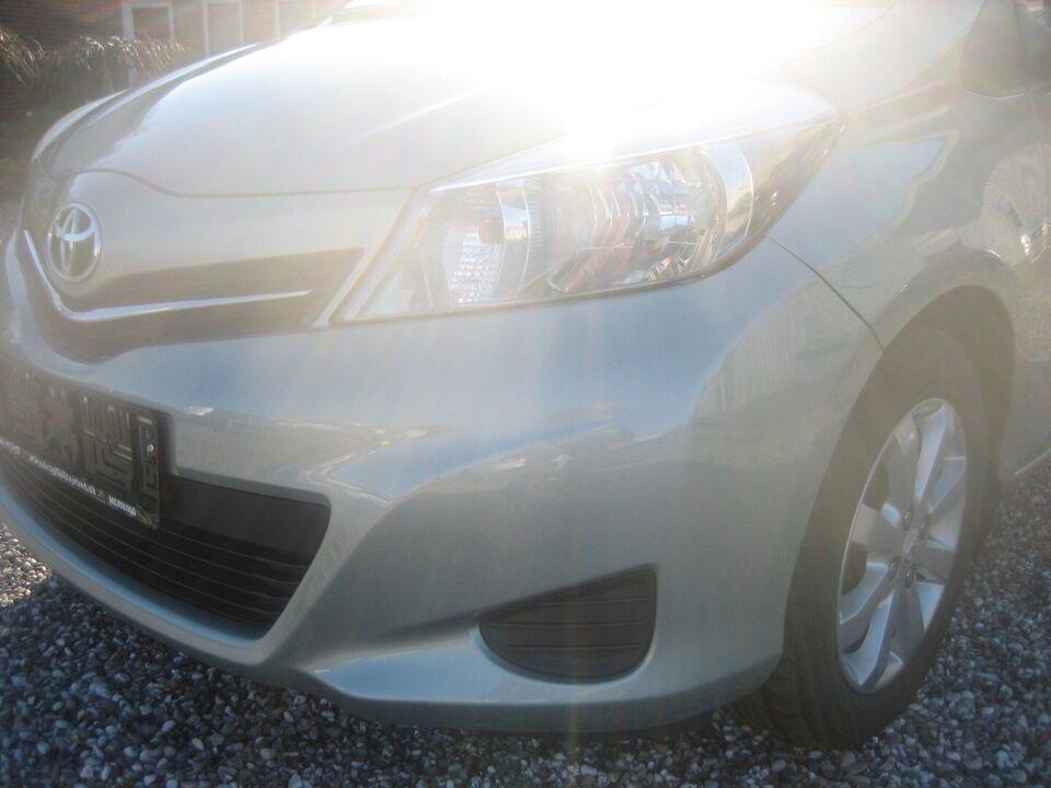 Toyota Yaris 1,3 VVT-i T2 Touch Benzin modelår 2012 km