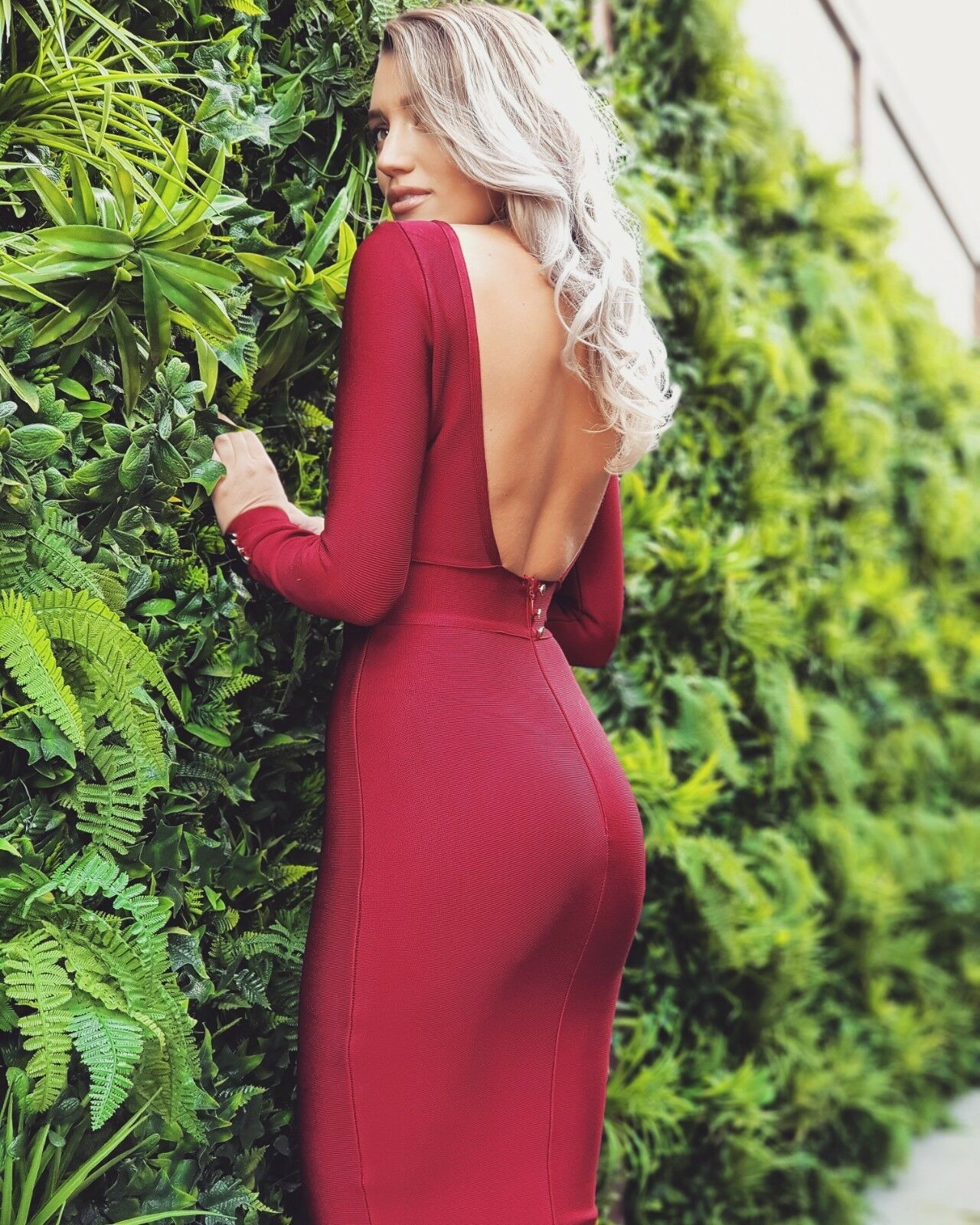 Fash1 rot Wine (burgundy) Backless Bandage Dress. Midi length xs