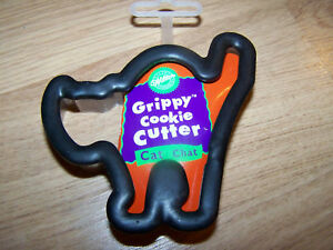 Wilton-Halloween-Black-Cat-Grippy-Cookie-Cutter-Plastic-New