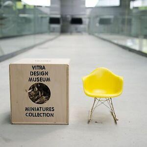 Vitra miniatur rar charles und ray eames gelb miniatur schaukelstuhl ebay - Charles eames schaukelstuhl ...