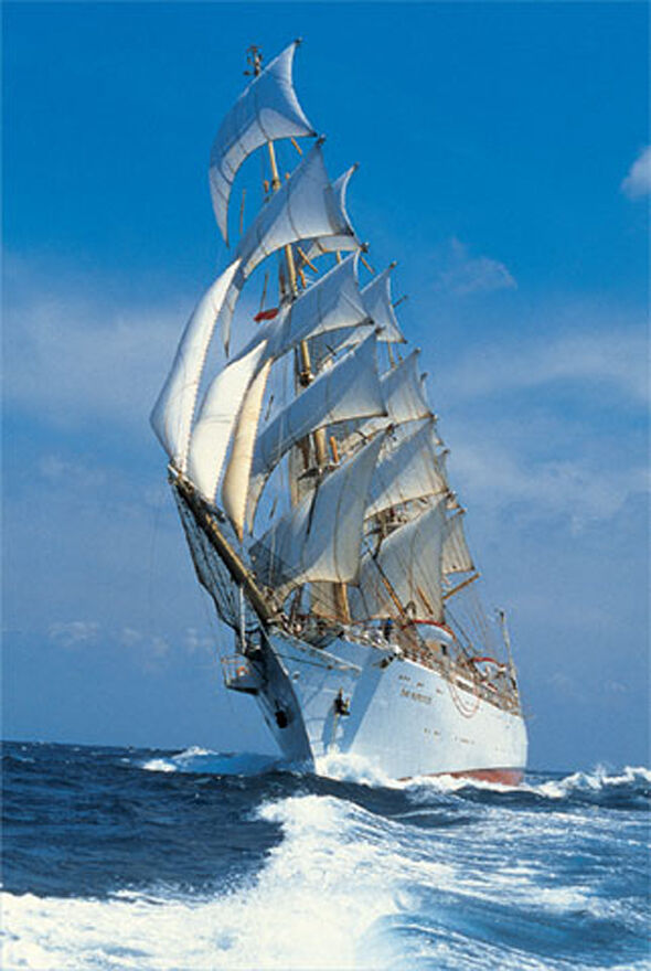 Trefl 27040. Puzzle 2000 parts. Boat Sailboat