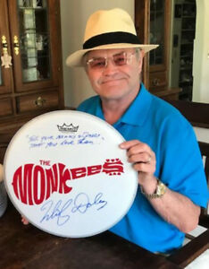 MICKY-DOLENZ-14-034-DRUM-HEAD-SIGNED-034-TELL-YOUR-MOMMY-amp-DADDY-THAT-YOU-LOVE-THEM-034