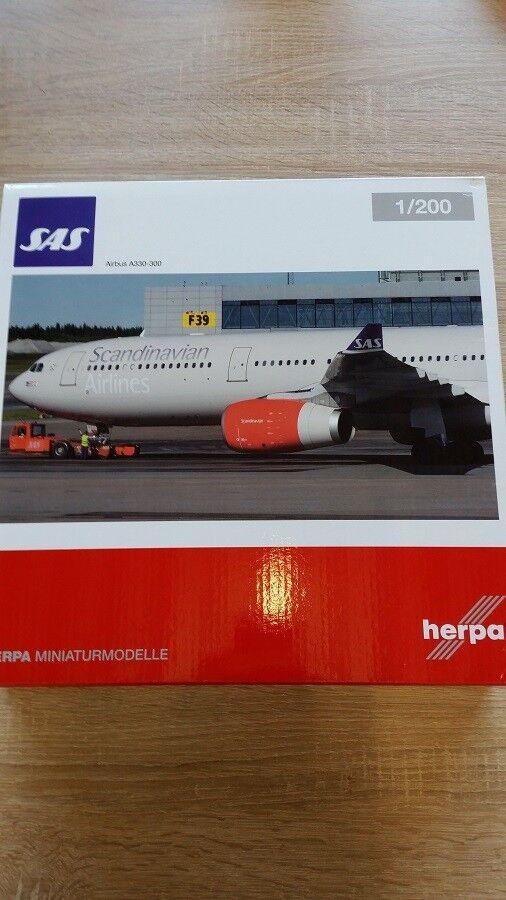 Herpa 558303 - 1   200 airbus a330 - 300 - sas scandinavian airlines - neu