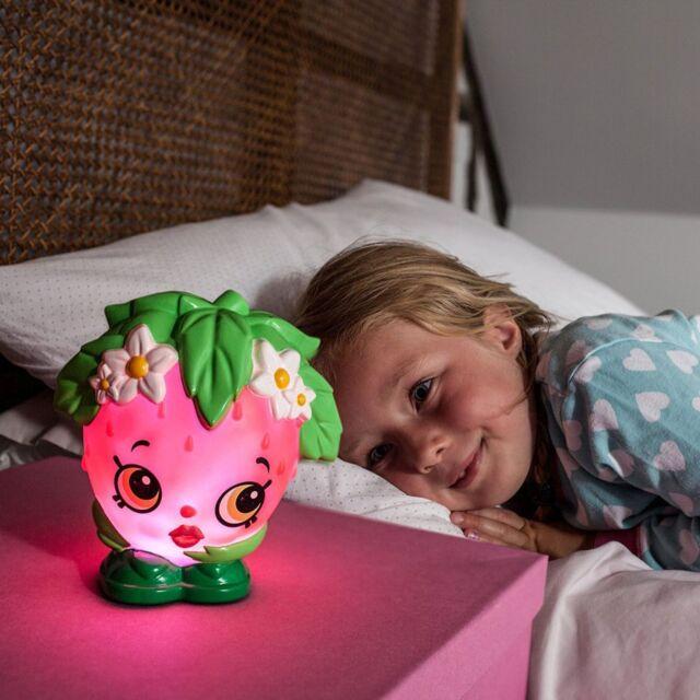 Shopkins Fraise Kiss lumière couleur changeante Illumi-Mate 100% jeunes