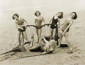 BATHING BEAUTIES catch MERMAID in Net HOLLYWOOD Vintage PHOTO *CANVAS* Art PRINT