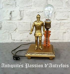 B2016421 - Lampe Chevalier En Bronze Sur Socle En Plâtre - Fonctionne