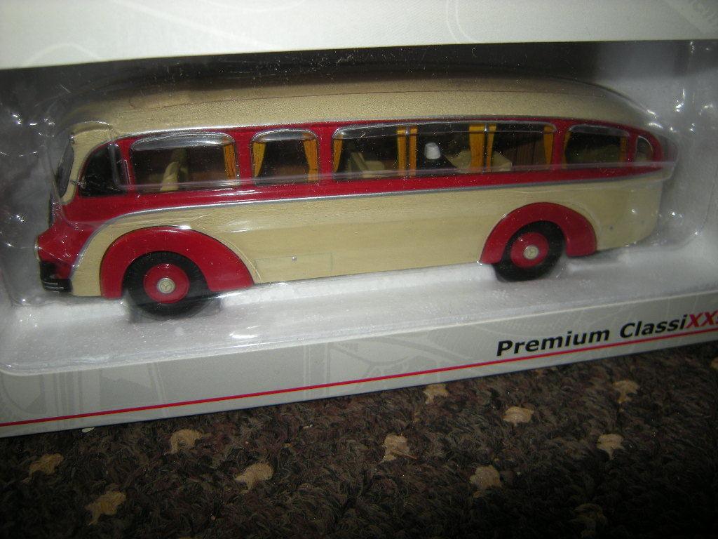 1 43 Premium ClassiXXs Mercedes-Benz Lo 3500 Ivoire Rouge nº 12325 neuf dans sa boîte
