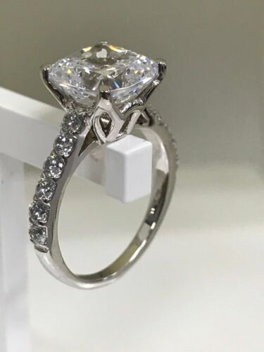 2CT Cushion-Cut Delicated Diamond Solitaire Engagement Ring 14k White Gold