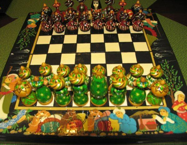 NUOVO UZBEKISTAN WOOD CHESS He PAINTED 8631